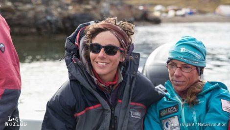 A droite, Agnès peut avant l'arrivée vers l'iceberg (Photo Yann Bigant / Naturevolution)