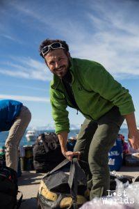 Olivier tout sourire à Ittoqqorttormiit, avant le premier départ vers le Renland. (Photo Marie-Lilas / Naturevolution)