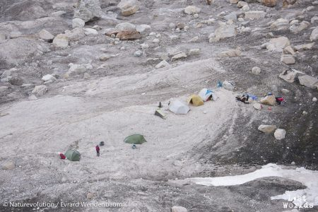 Vue en plongée du camp 3 (Photo Evrard Wendenbaum / Naturevolution)