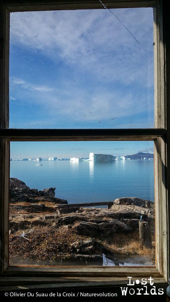 Vue par la fenêtre de la cabane de Sydkap.