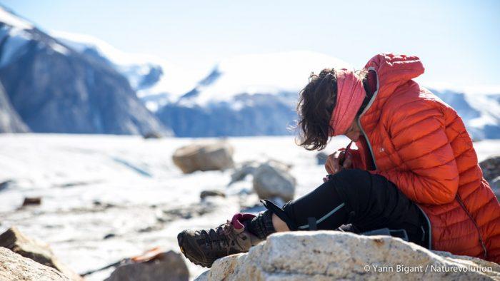 Zéro déconnexion pour Marie-Lilas, la journaliste de l'expédition. Même à la difluence du glacier Edward Bailey, elle continue d'envoyer ses papiers via l'Iridium Go! et son smartphone.