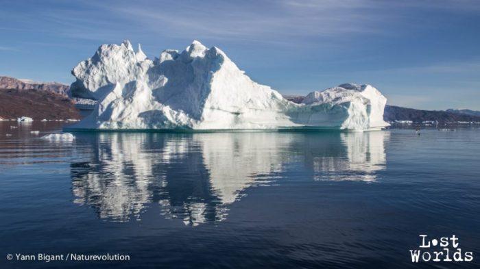 Enregistrement d'iceberg en cours ... En tout petit à droite la bouée de l'hydrophone.