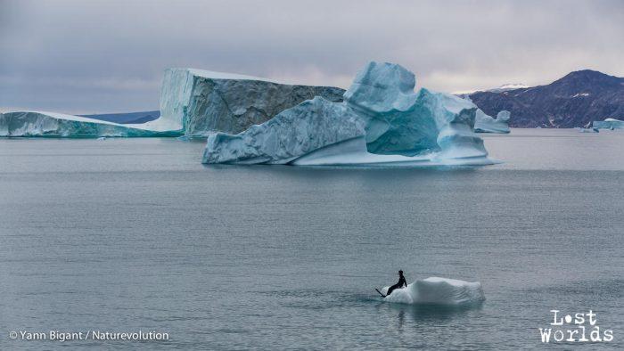 Mathieu goûte au plaisir de la contemplation sur glace.