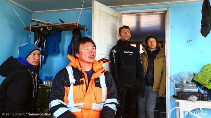 A la demande d'Ingkasi, Jørgen, professeur à l'école d'Ittoqqortoormiit, viendra à Sydkap nous chercher.
